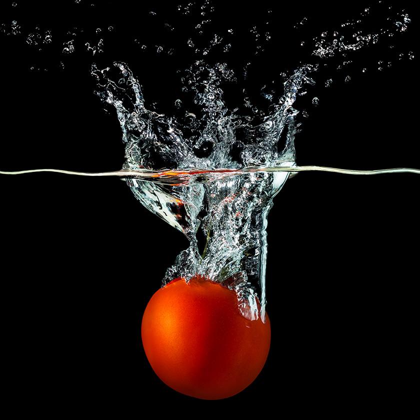 Pomidor w wodzie - fotografia produktowa Orbin.pl