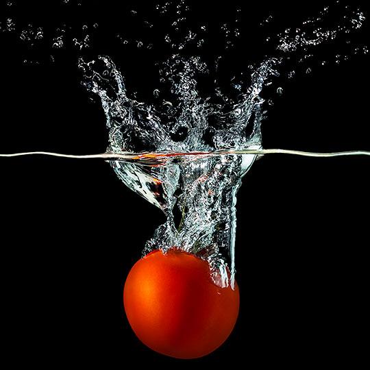 pomidor w wodzie - Fotografia Produktowa