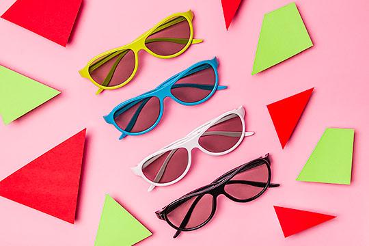 Okulary 4 kolory na różowym tle 02