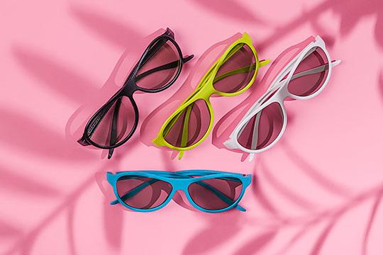 Okulary 4 kolory na różowym tle 03